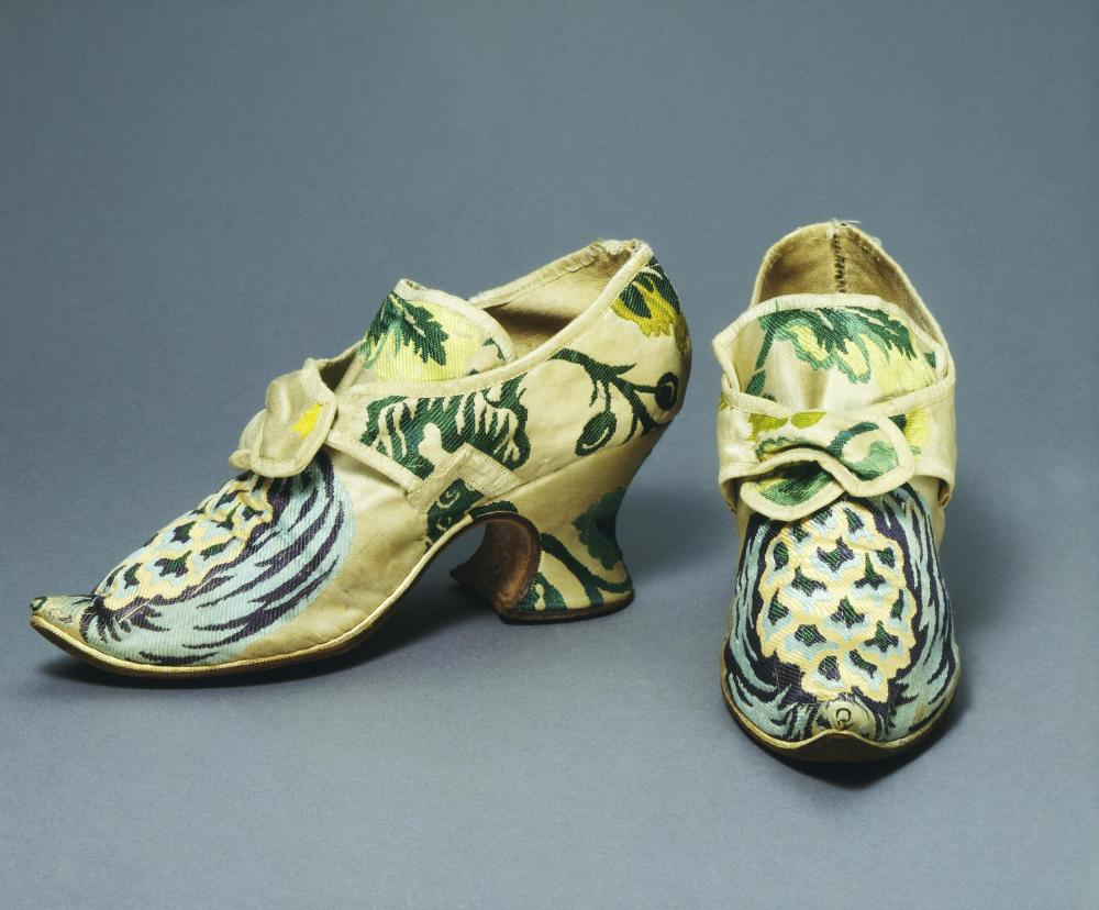 Par de zapatos. Hacia 1735. Inglaterra. Victoria and Albert Museum.