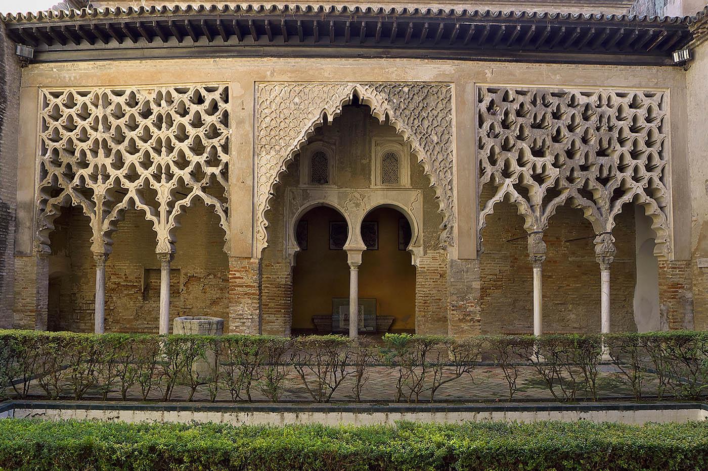 Patio del Yeso (Pórtico). Reales Alcázares de Sevilla.