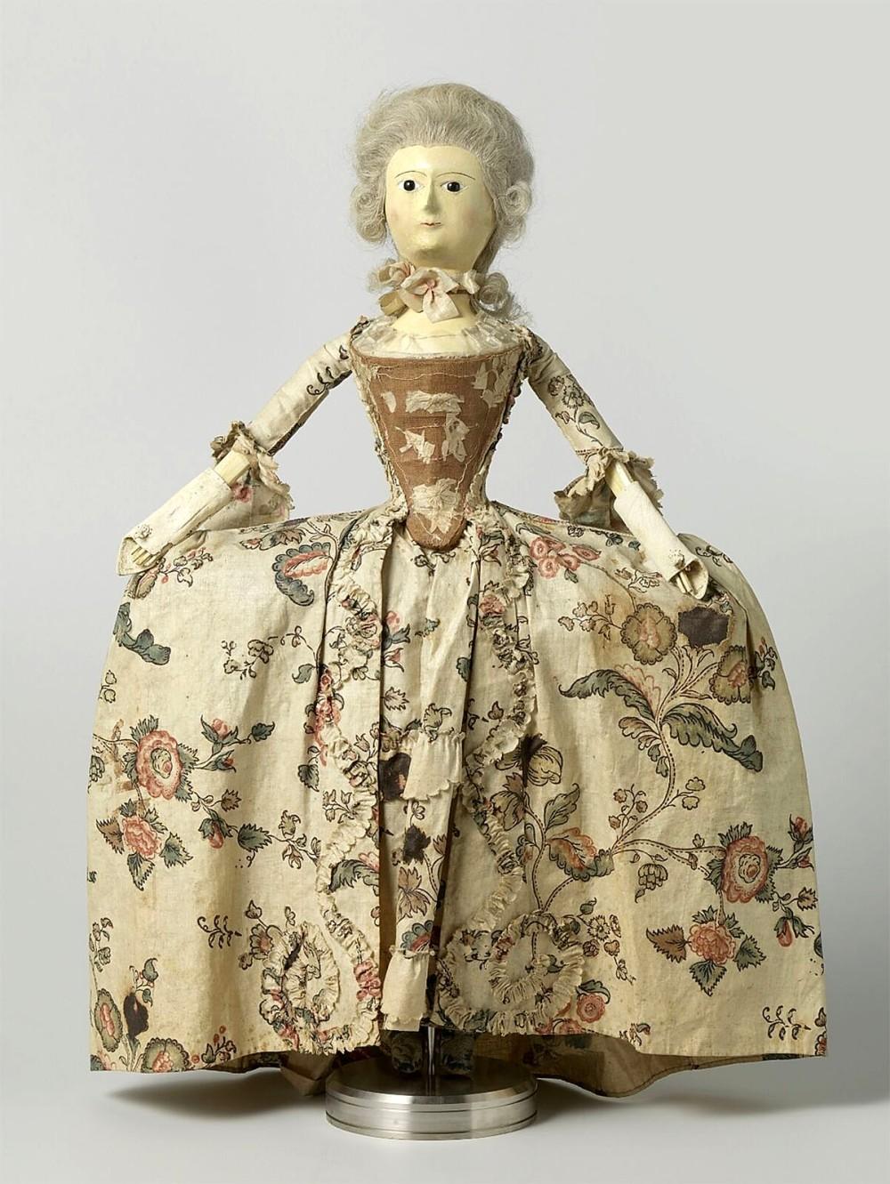 Muñeca de moda. Hacía 1760.