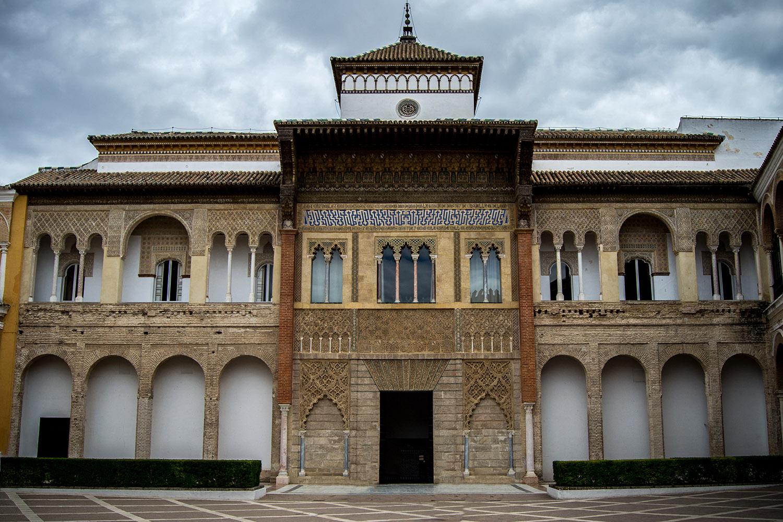 Fachada del Palacio del rey don Pedro.