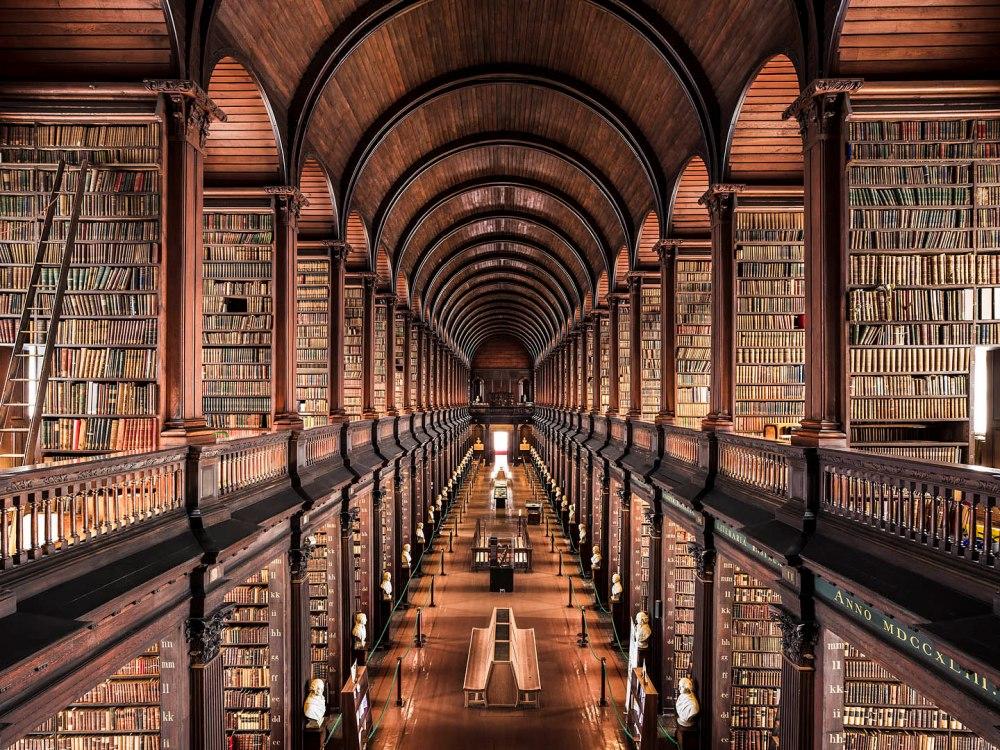 Biblioteca. Trinity College. 1732. Dublin.