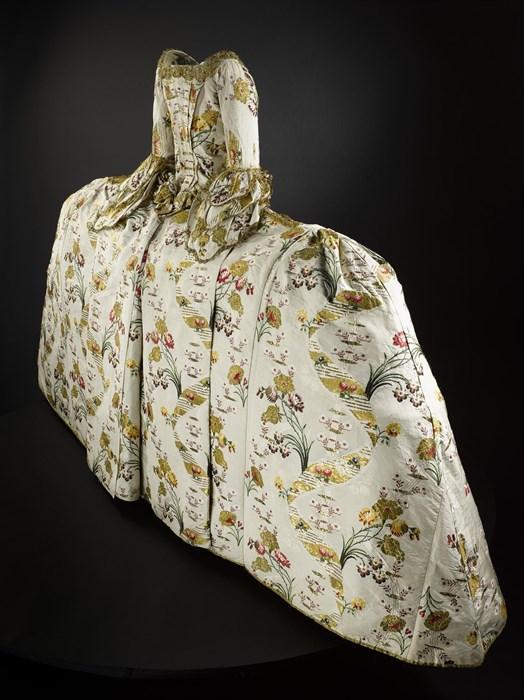Traje de corte. Hacia 1750. Museos Nacionales. Escocia.
