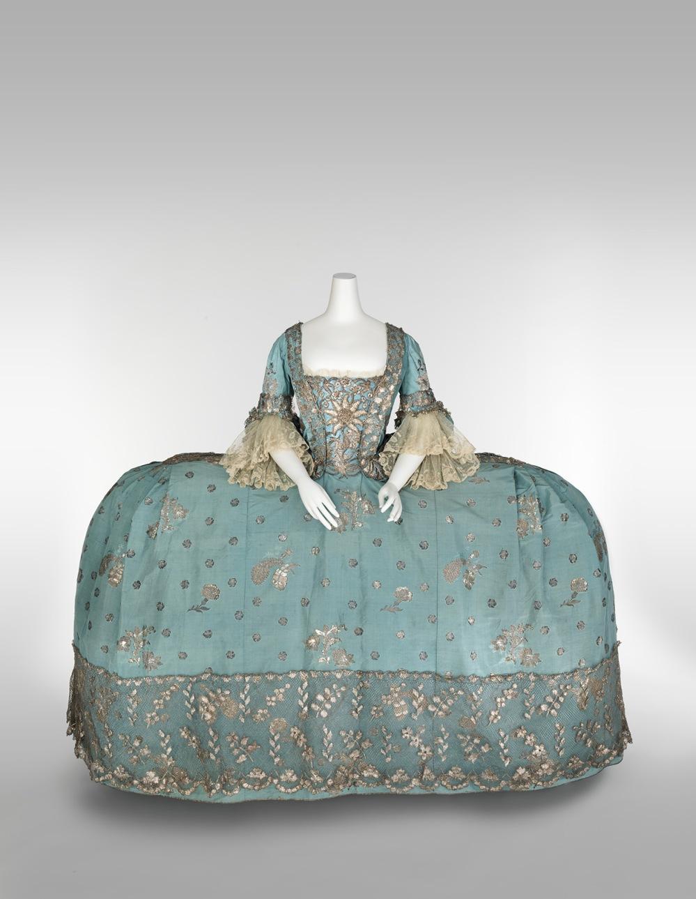 Vestido de corte. Reino Unido. Hacia 1750. Metropolitan Museum. Nueva York.