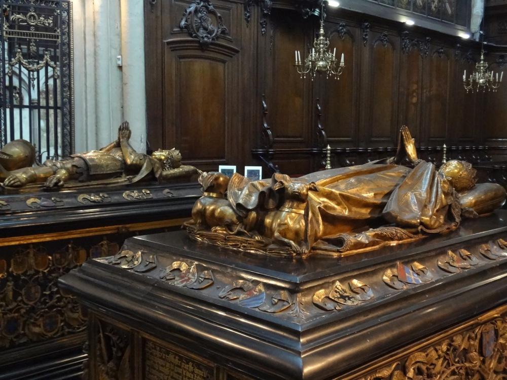 Iglesia de Notre-Dame. Mausoleo de Carlos el Temerario y su hija María de Borgoña. 1602. Brujas.