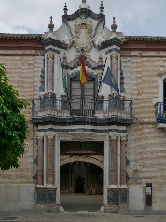 Portada del palacio de los Marqueses de Benamejí. Siglo XVIII. El palacio es actualmente sede del Museo Municipal y fue declarado Monumento Nacional. Écija.
