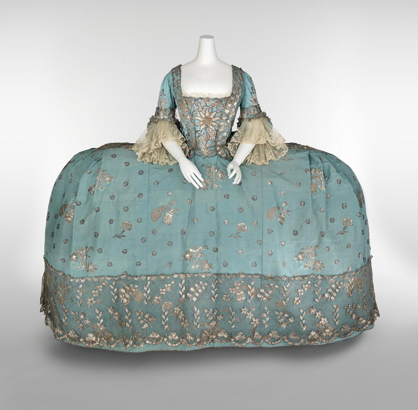 Vestido de corte. Siglo XVIII. Museo Victoria y Alberto. Londres.