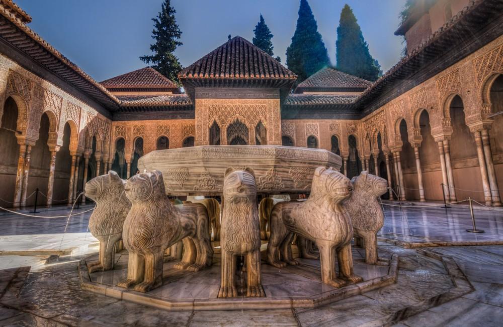 Patio de los Leones en la Alhambra. Granada.