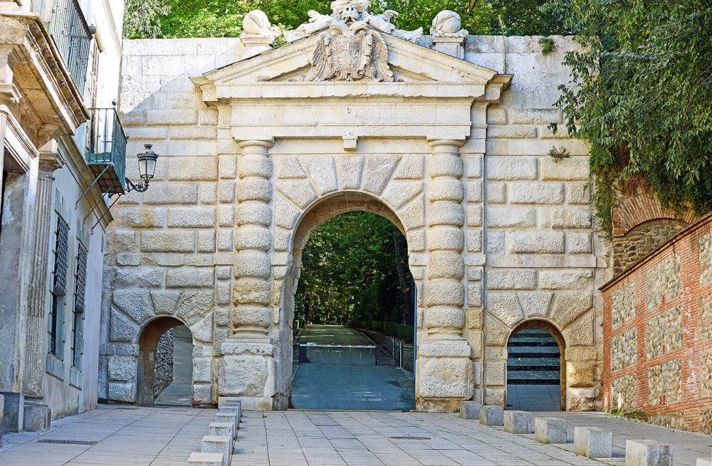 Puerta de las Granadas.