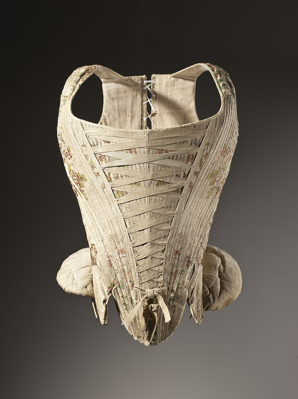 Woman's_corset_figured_silk_1730-1740