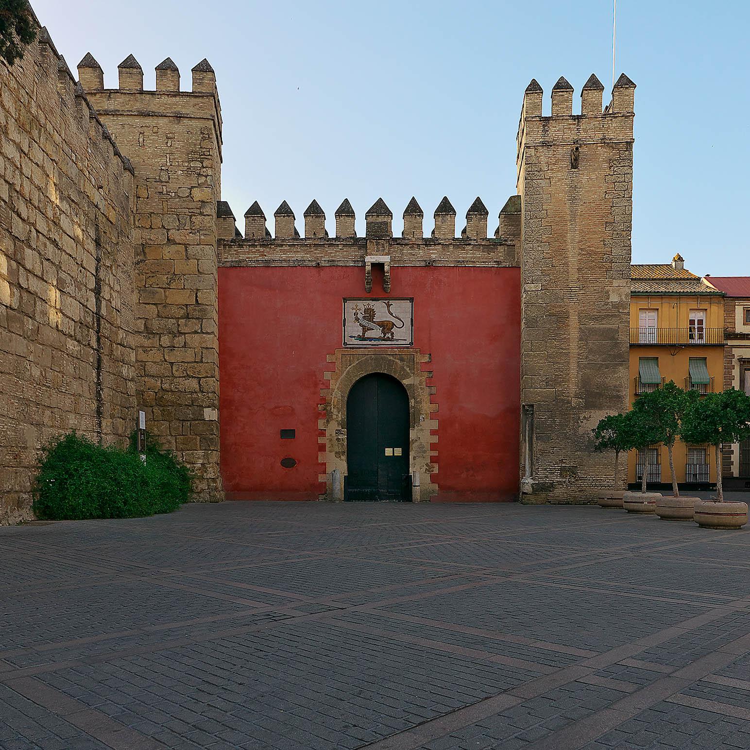 Puerta_del_León,_Real_Alcázar_de_Sevilla